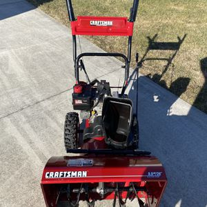 "Craftsman 5.5hp 24"" Snowblower for Sale in Smithtown, NY"