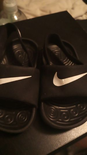 Nike sandals size 5c for Sale in San Fernando, CA