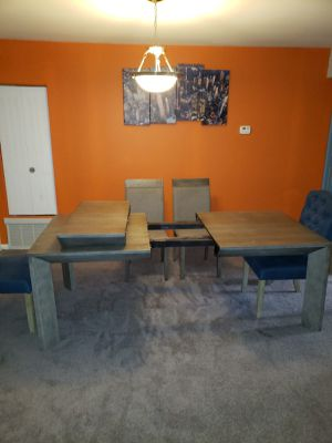 Moving Sale! Adjustable Dining table with 6 chairs for Sale in Baltimore, MD