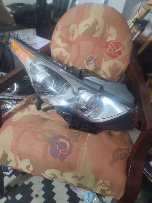 2012 fx35 rh headlight for Sale in Arlington, TX