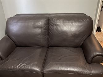 Leather loveseat Couch for Sale in Molalla,  OR
