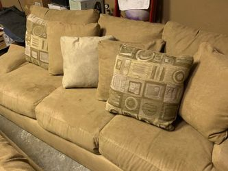 Kevin Charles City Furniture Living Room Set Used for Sale in Homestead,  FL