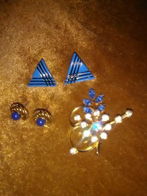 Earrings and brooch for Sale in Las Vegas, NV