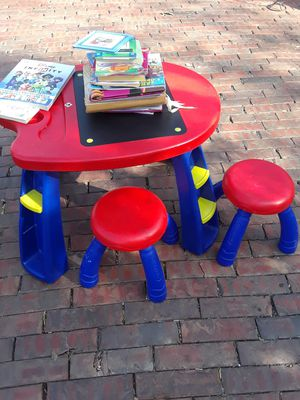 kids desk for Sale in Dallas, TX