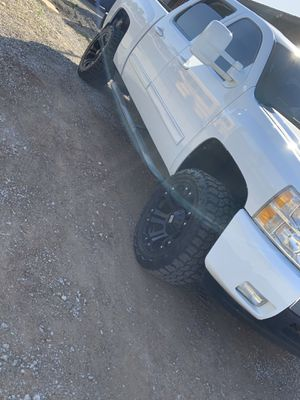 33 inch tires on 20 rims for Sale in Riverside, CA