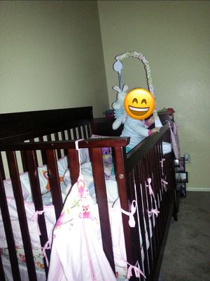 Baby crib with changing table on the side for Sale in Moreno Valley, CA