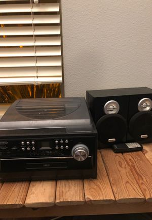 Vinyl turntable with speakers for Sale in San Marcos, CA