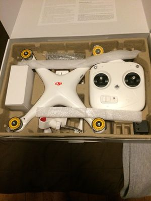 DJI Phantom with extra battery- like new for Sale in Cleveland, OH