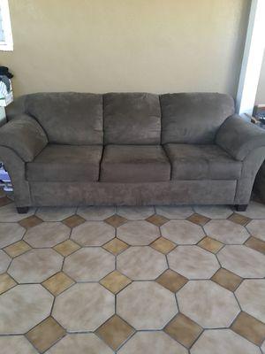 Free Sofa for Sale in Pico Rivera, CA