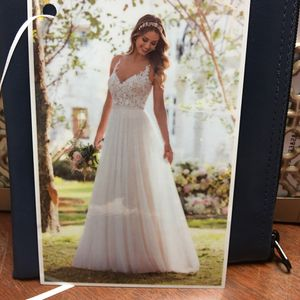 Wedding Dress-$600 for Sale in Snow Hill, NC