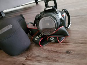 Canon camera T3 With charger and case for Sale in Los Angeles, CA