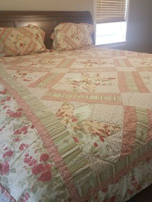 King size comfor and 2.pillow cases for Sale in Tacoma, WA