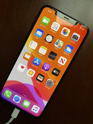 iPhone 11 Max Pro - 265 GB - Space Gray - less than 3 months old for Sale in Fresno, CA