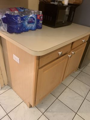 Kitchen island cabinet for Sale in Fort Lauderdale, FL