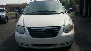 2007 Chrysler Town & Country Touring (Stow & Go) 3rd Row, 101, 000 miles. for Sale in Detroit, MI