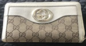 Vintage Gucci GG Wallet Ivory Leather and Canvas Zippy for Sale in West Linn, OR