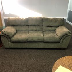 Couch for Sale in Downers Grove,  IL