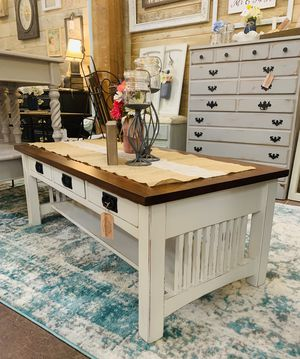 Rustic farmhouse coffee table for Sale in Sumner, WA