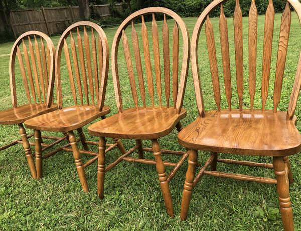 Beautiful! GS Furniture. Solid Oak Dining Table and 4 Solid Oak Dining Chairs. Like - New!