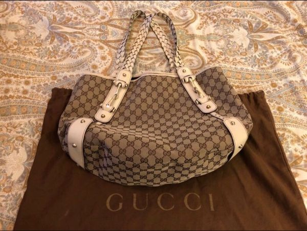 Gucci Hobo bag with cream leather handles.