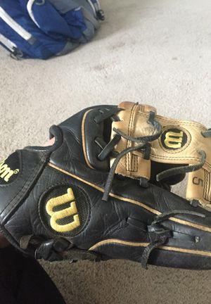 Baseball glove for Sale in Pennsville, NJ