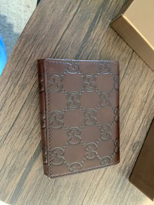 New and Never used Unisex Gucci wallet for Sale in San Diego, CA