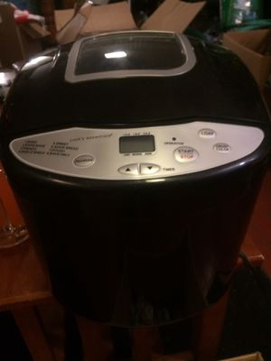 Bread maker for Sale in Cleveland, OH