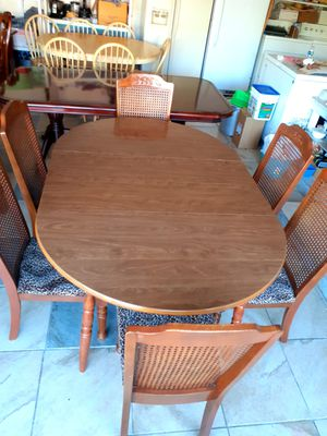 🍅🌿Dining room table with 6 chairs. Good condition like NEW. Table has a leaf. 🍅🌿 for Sale in Houston, TX