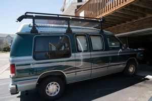 Ford Camper Van (1995 Econoline E150) for Sale in Maplewood, MN