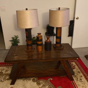 Center table 2 lamps and accessories for Sale in Inglewood, CA