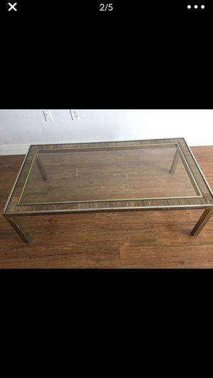 Free glass coffee table excellent condition for Sale in FL, US
