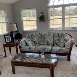 Indoor/outdoor Wicker Furniture for Sale in Belleville,  IL