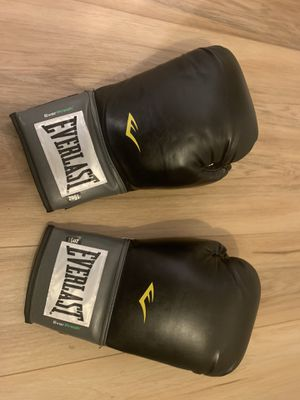 EVERLAST 16oz. Boxing Gloves for Sale in Marietta, GA