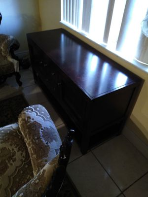 Tv stand with a 40in tv for Sale in Lake Worth, FL