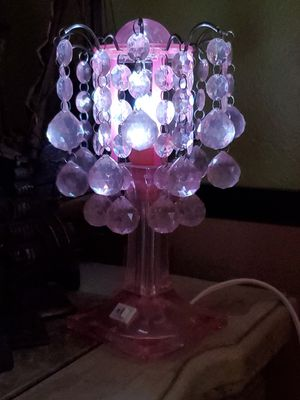 SUPER SWEET LITTLE PINK LAMP WITH HANGING DECORATIVE CRYSTALS! for Sale in Fort Myers, FL