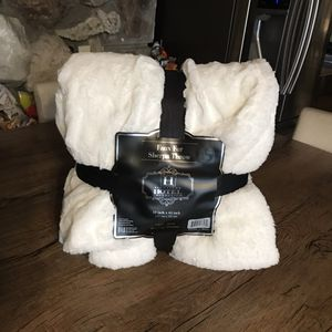 Brand new signature hotel collection faux fur Sherpa throw blanket for Sale in Norwalk, CA