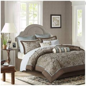 Maddison park queen size bedding set for Sale in Upland, CA