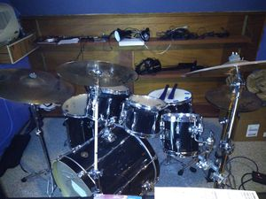 Tama drum set with seat, hardware and cymbals for Sale in Cleveland, OH