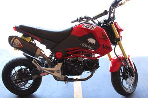 RED HONDA GROM 2015 for Sale in Whittier, CA
