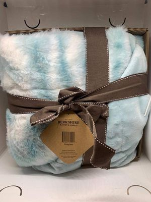 Berkshire Blanket Luxe Printed Marble Reverse Faux Fur Boxed Throw for Sale in Pompano Beach, FL