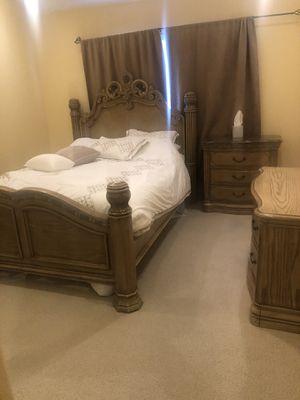 Solid wood heavy duty queen bedroom set for Sale in San Jose, CA