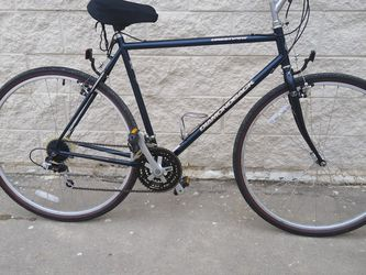Diamondback Crestview. Hybrid Bike Adults Size 22 Inch Frame Size for Sale in Plano,  TX