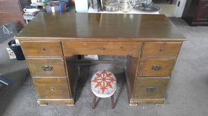 VINTAGE 7 DRAWER WOODEN DESK for Sale in Alhambra, CA