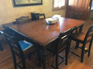 Broyhill kitchen table for Sale in Ellwood City, PA