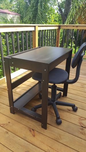 Desk, Student Desk with chair for Sale in Miami, FL