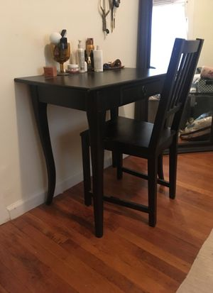 Vanity/small desk with chair for Sale in Brooklyn, NY