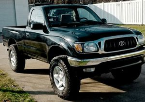 DRIVES FANTASTIC TOYOTA TACOMA CLEAN TITLE CARFAX 2001 for Sale in Fort Worth, TX