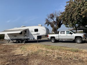 2020 Open Range 29 Foot Fifth Wheel with bunkhouse and Outdoor Kitchen for Sale in Reedley, CA