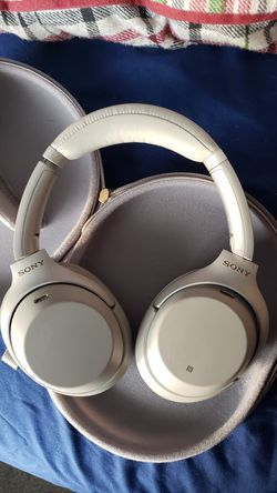 Sony WH-1000XM3 Bluetooth Wireless Headphones for Sale in Streamwood,  IL
