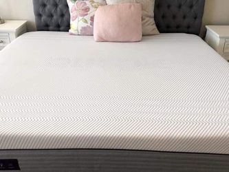 """Purple Hybrid Premier 4"""" Cal King Mattress - Must Go! for Sale in Columbia,  MD"""